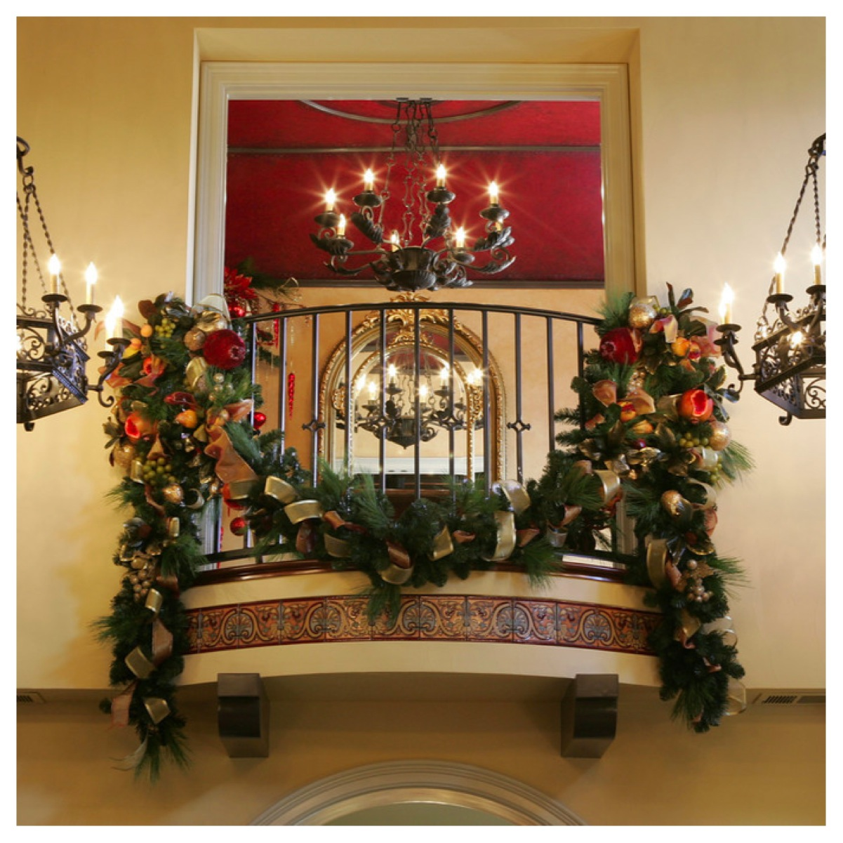 there are a few different ways you can go about placing ornaments in your garland - Hanging Garland Christmas Decorations