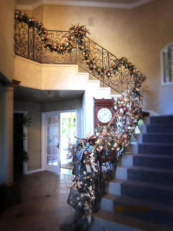 staircase_garland.285160919_std